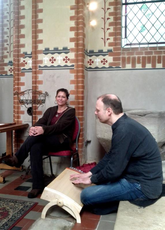 Susanne und Oliver bei der Klangimprovisation